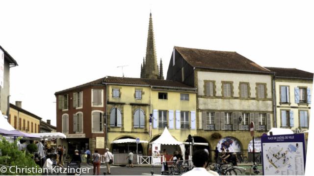 Angle sud-est de la place de l'Hotel de Ville - Marciac (Gers)